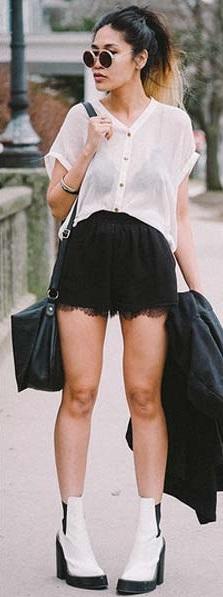 Look para o verão com shorts preto.