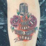 25 Ideias de Tatuagem de Microfone para homens e mulheres!