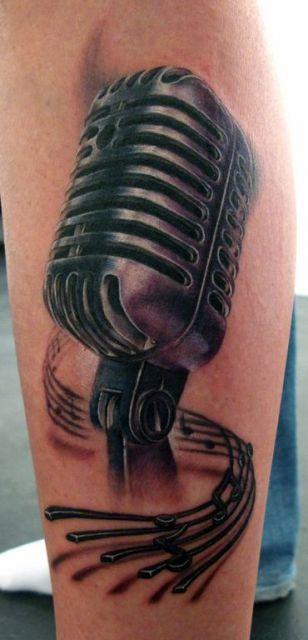 Tatuagem de microfone.