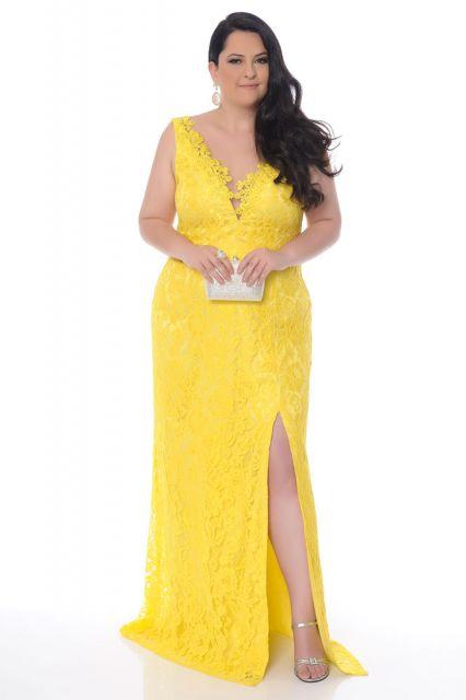 Vestido longo amarelo de renda com fenda