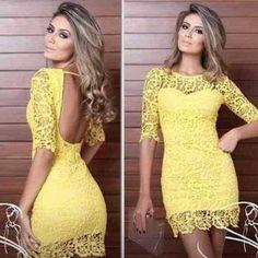 Vestido curto amarelo rendado com mangas