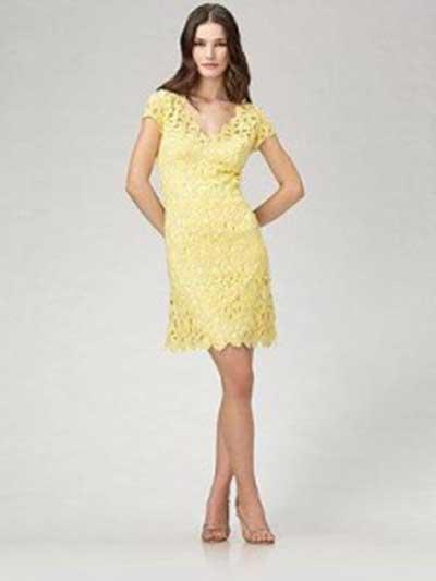 vestido curto amarelo rendado