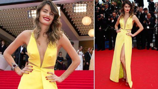 Vestido longo amarelo claro com decote e fenda