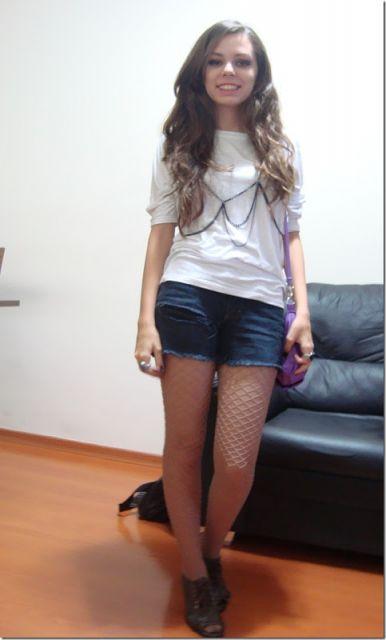 look short jeans com camisetinha
