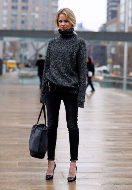 Modelo usa calça preta, blsão de inverno cinza escuro e sapato de salto.