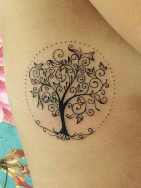 tatuagem de árvore da vida com contorno pontilhado ao redor