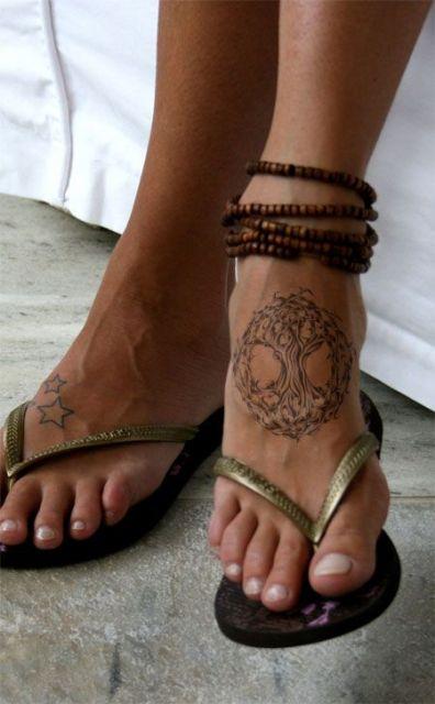 tatuagem de árvore da vida na planta do pé
