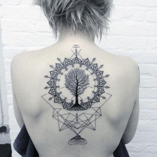 tatuagem de árvore da vida dentro de mandala