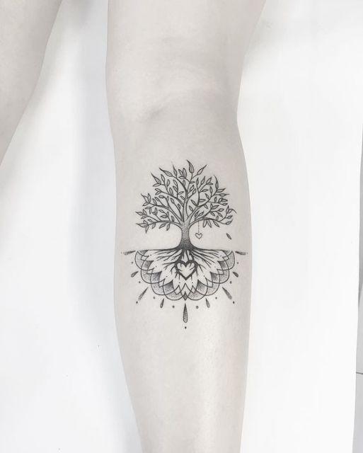 tatuagem de árvore da vida com raízes feita de meia mandala