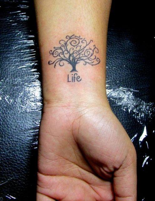 """tatuagem árvore da vida escrito """"life"""""""