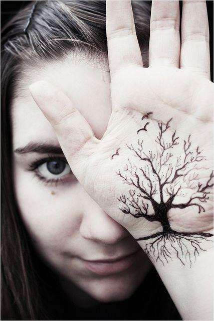 tatuagem de árvore da vida na palma da mão
