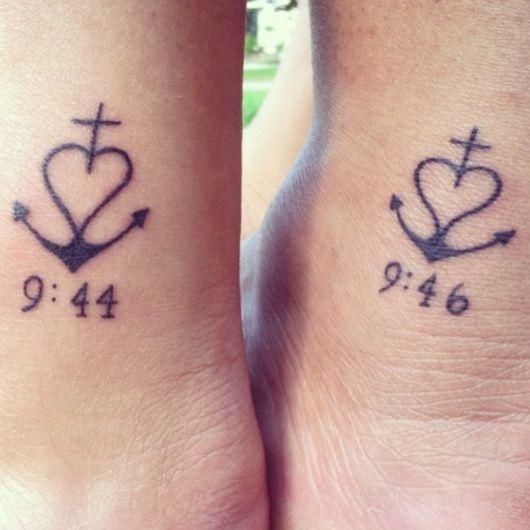 Modelo de tatuagem âncora com coração