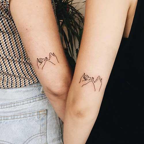 Desenho de tatuagem com mãos dadas.