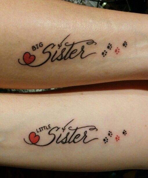 Tatuagem com escrita SISTER e coração.
