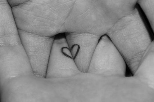 Modelo de tatuagem pequena de coração.