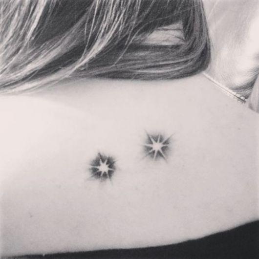 tatuagem de estrela nas costas