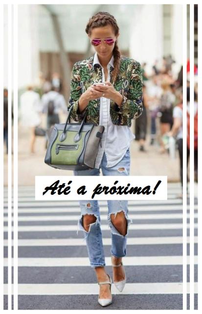Foto ilustração com mulher ao fundo de jeans e blazer curto e escrita, até a próxima!