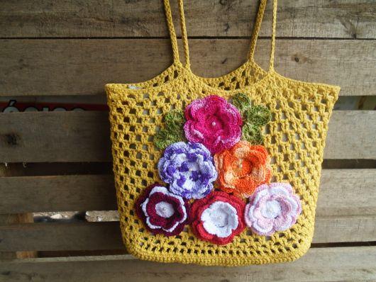 bolsa com flores aplicadas