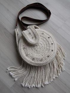 bolsa redonda com franja