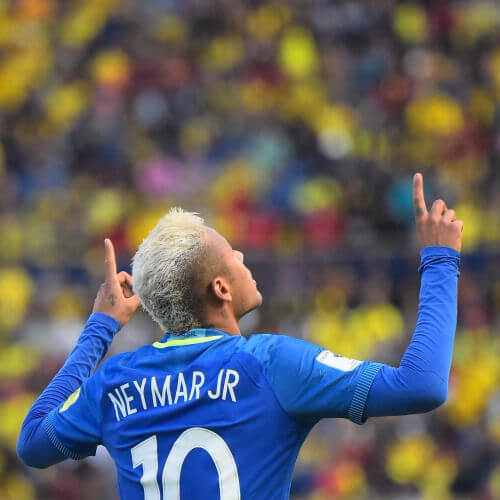 Neymar com moicano platinado