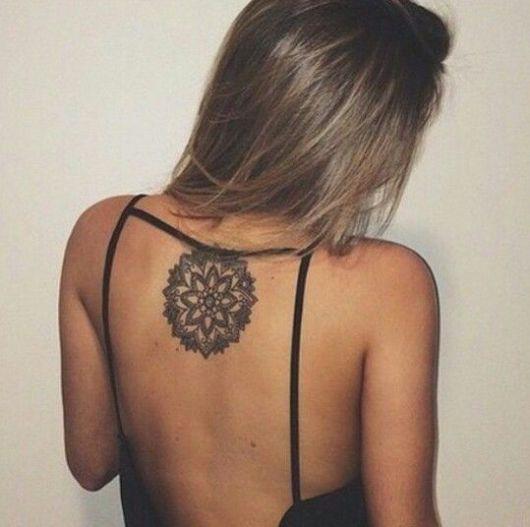 tatuagem feminina costas