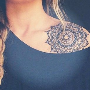 tatuagem ombro feminino