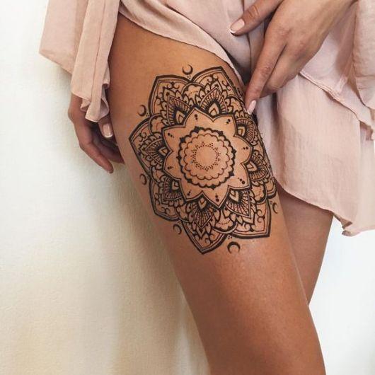 tatuagem grande coxa
