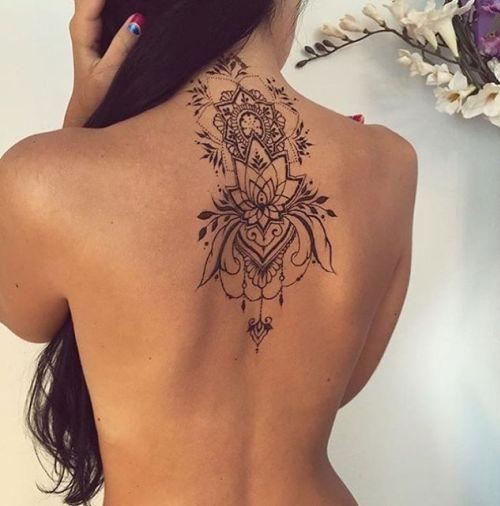 tatuagem nuca e costas