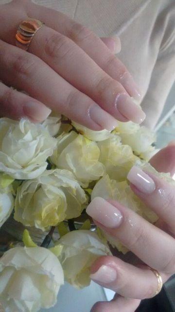 unha de fibra pintada de branco