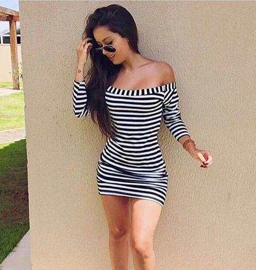 Rafa cerqueira veste vestido preto e branco , modelo ombro a ombro.