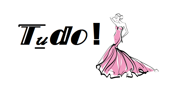 Ilustraçao com boneca de vestido rosa, escrito Tudo no fundo branco.
