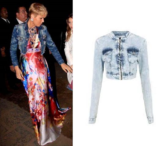 Xuxa veste vestido estampado e jaquetinha jeans.