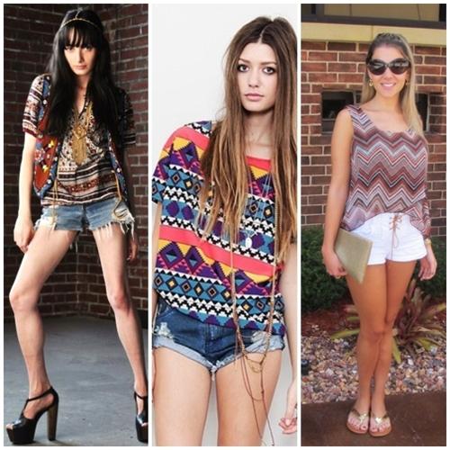 modelos usam shorts jeans com blusa de estampa etnica.