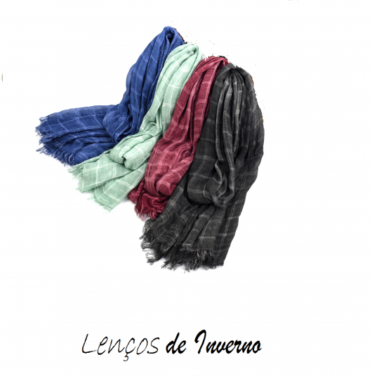 Quatro lenços nas cores azul bic,verde agua, preto e vermelho escuro.