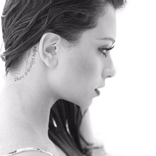 Flavia Pavanelli com tatuagem there is always hope.