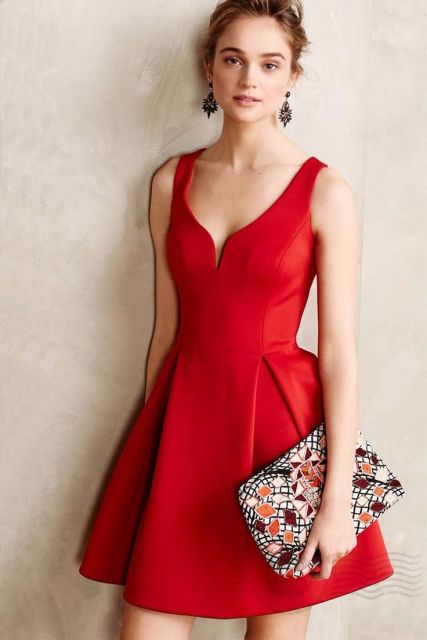 modfelo veste vestido vermelho com decote profundo curto.