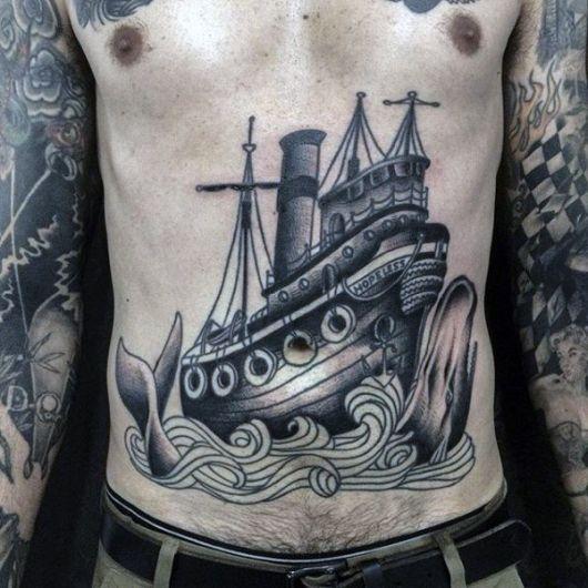 Tatuagem de navio em barriga masculina