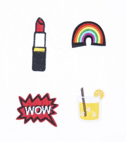 Modelos de patches feitos de tecido imitando figuras de batom, arco-íris, wow w suco de laranja.