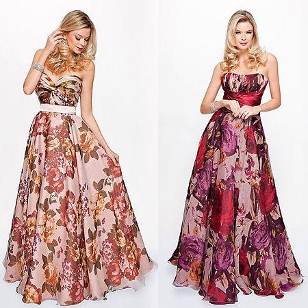 Modelos vestem vestidos florais longos nas cores rosa e bordô.