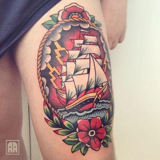 Tatuagem de um barco old school com flores a sua volta e feita com muitas cores