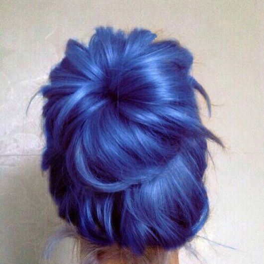 cabelo com azul metileno