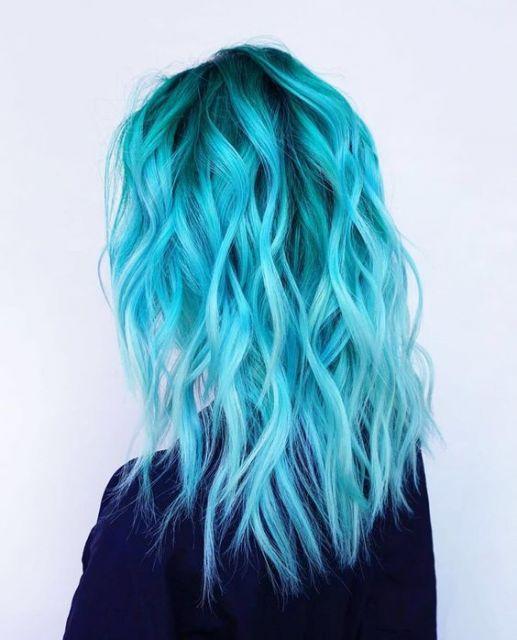 cabelo azul turquesa