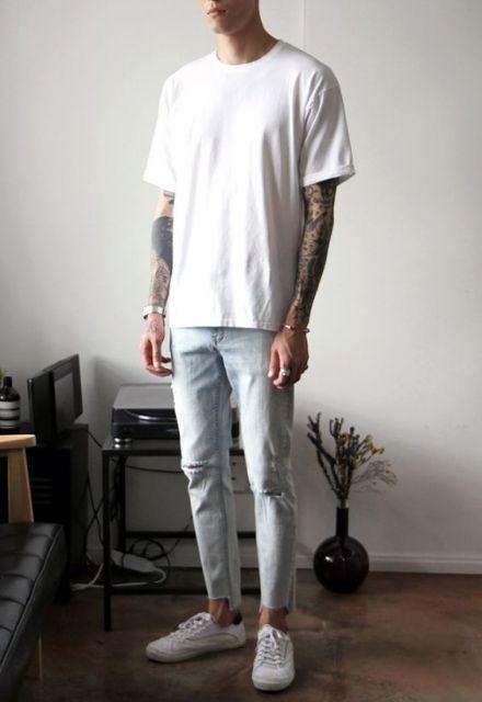 calça cropped masculina jeans rasgada no joelho clara