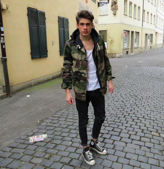 jaqueta camuflada com calça