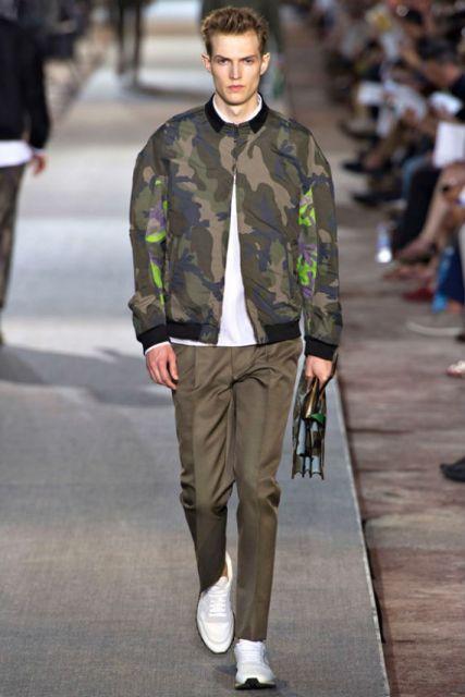 jaqueta camuflada nas passarelas