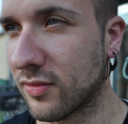 piercing monroe masculino
