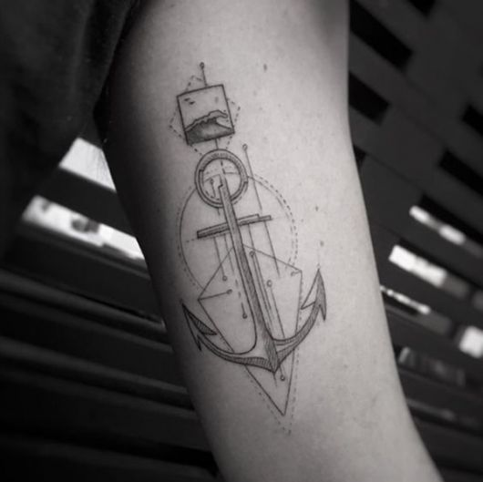 tatuagem de ancora braço