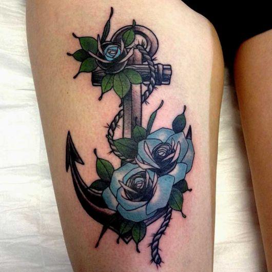 tatuagem de ancora coxa