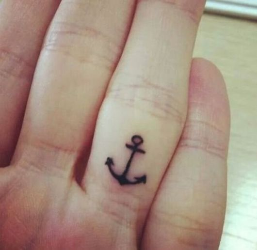 tatuagem de ancora delicada