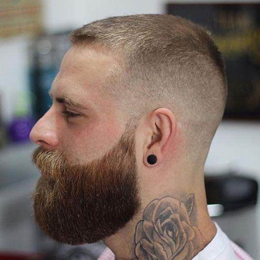 As linhas desenhadas valorizam uma barba cheia